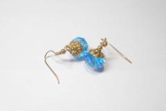 Vente au détail: Boucles d'oreilles perles verre aplaties bleu, calottes méta
