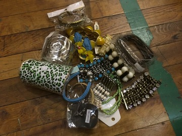 Sell: 450 Units of Wholesale Mixed Jewelry Blowout Sale