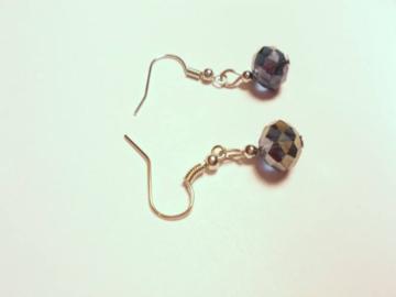 Vente au détail: Boucles d'oreilles pendantes acrylique gris bleuté