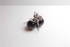 Vente au détail: Boucles d'oreilles verre oeil de chat noir, métal argenté