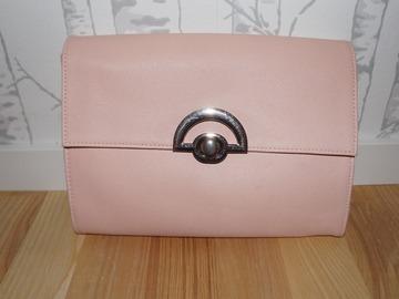 Ilmoitus: Asos merkkinen kirjekuorilaukku värissä blush