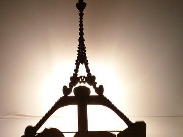 Sale retail: Lampe artisanale Tour Eiffel / Cupidon