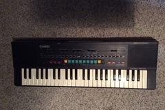 Myydään: Synthesizer