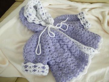 Vente au détail: manteau à capuche,paletot,gilet bébé 0/6 mois lavande/blanc