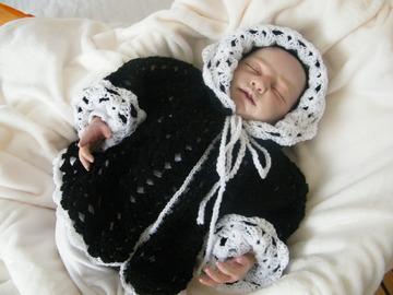 Vente au détail: manteau à capuche,paletot,gilet bébé 0/6mois noir/blanc lain