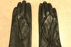 Myydään: Black Leather Gloves