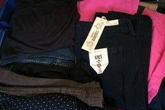 Sell: 100 pc Womens/Mens Clothing & Apparel -B