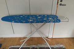 Myydään: Ironing Table