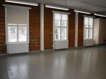 Renting out: Hirsirakennuksen tunnelmallinen sali vuokralle 20€ /h