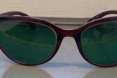 Myydään: Prescription sunglasses (-1.5 both eyes)