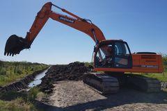 En alquiler: Excavadora DOOSAN DX225LCA año 2013
