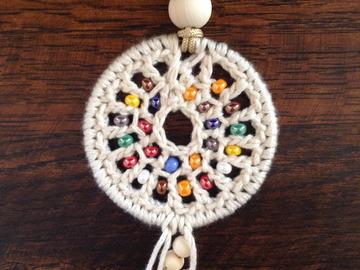 Sale retail: Pendentif rond au crochet et perles