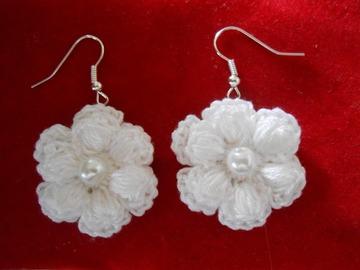 Vente au détail: boucles d'oreille fleur en coton au crochet