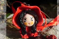 Vente au détail: Figurine décorative à suspendre: petit chaperon rouge
