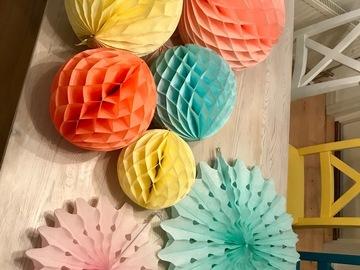 Ilmoitus: Hunajakennopallot ja paperiviuhkat