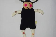 Vente au détail: Doudou Mouton Noir - beige clair et tourbillons colorés