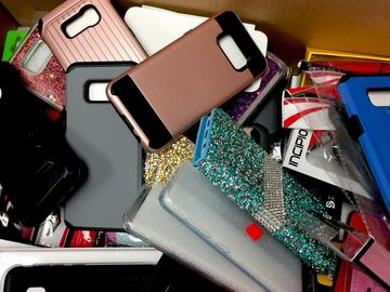 Sell: 200 MIX LOT OF CELLPHONES COVERS