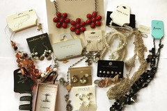 Venta: 300 pieces HIGH END DESIGNER JEWELRY- MACY'S -BCBG-GUESS