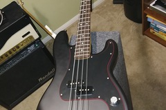 Renting out: Fender Noir P Bass