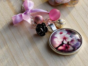 """Vente au détail: Collier cabochon """"fleur de cerisier"""""""
