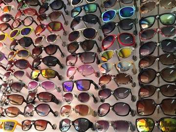 Liquidation Lot: (200) Men & Women PVC Fashion Sunglasses With Assorted Style
