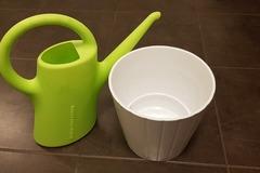 Myydään: Flower pot + watering can 2L