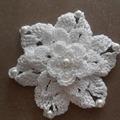 Vente au détail: FLEUR blanche COTON  CROCHET/fleurs au crochet