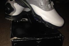 Selling: Ladies foot Joy golf shoes