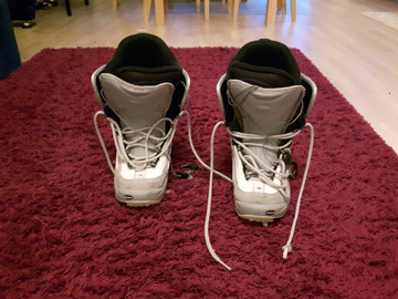 Annetaan: Snowboard shoes, size 42,5 / 10