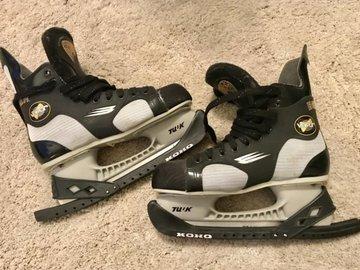 Myydään: Skating Shoes and Helmet (Ladies)