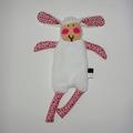 Vente au détail: Doudou Mouton blanc - rose décoré d'étoiles noires