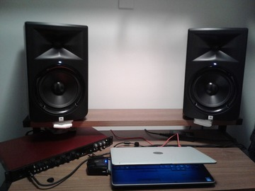 Renting out: JBL LSR308 (2) Studio Monitors