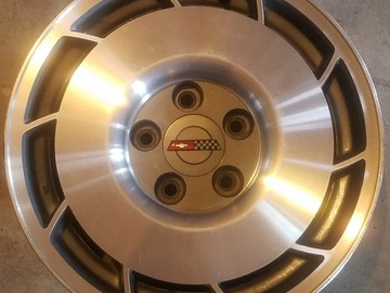 Selling: 16x8.5 | 5x120.6 | OEM Corvette Salad Shooter