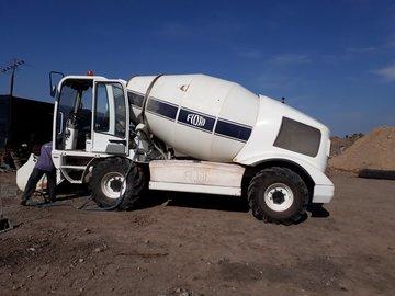 En alquiler: Camion Autohormigonero