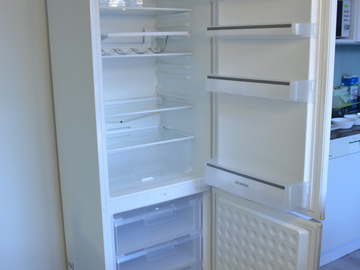 Myydään: Refrigerator with freezer, Siemens