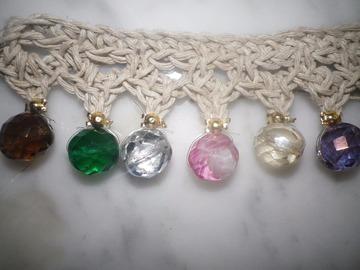 Vente au détail: Parures de perles multicolores