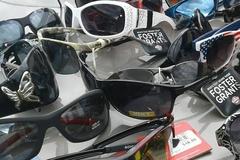 Bulk Lot: 300pc Sunglasses Foster Grant, Panama Jack, Revlon, Aviators