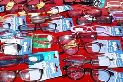 Sell: 200 pc READING GLASSES Brand Names MSRP $9.99 TO $19.99 each