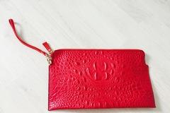 Myydään: cool red hand bag