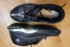 Selling: Basketball shoes size of 44.5 Avia-clear storage sale