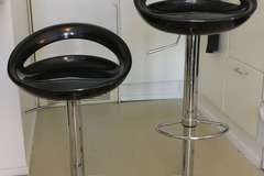 Myydään: 2kpl baarijakkaroita / 2 pcs baar stools