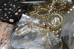 Venta: 200pc Brand Name Fashion Jewelry @ up to 90% OFF!