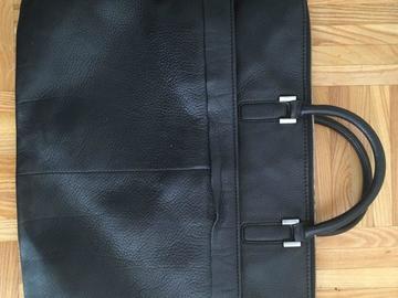 Myydään: Leather bag