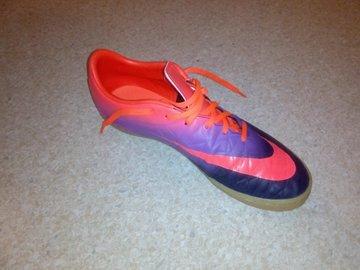 Myydään: Futsal shoes
