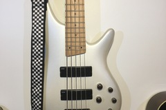 Renting out: 5 String Ibanez bass