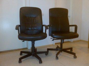 Myydään: 2 Chairs