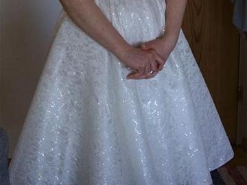 Ilmoitus: Myydään polvimittainen mekko