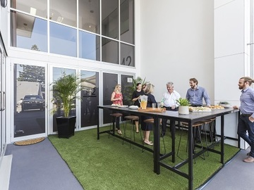 Paid: HOT-DESKING & CO-WORKING SPACE - STUDIO42 OFFICES