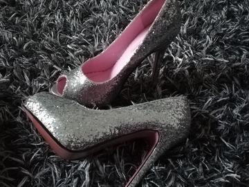 Ilmoitus: Glitter kengät