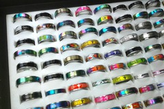 Sell: 500 pcs Fashion Rings / Bands with Display.